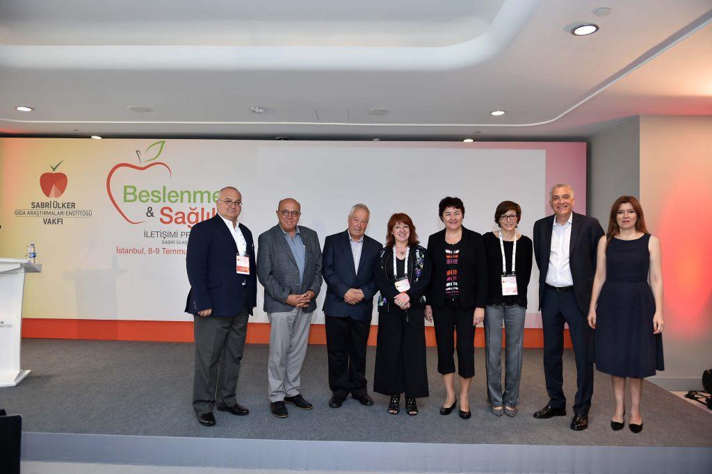 Sabri Ülker Vakfı Beslenme ve Sağlık İletişimi Programı bilim insanları ile iletişimcileri İstanbul'da buluşturdu