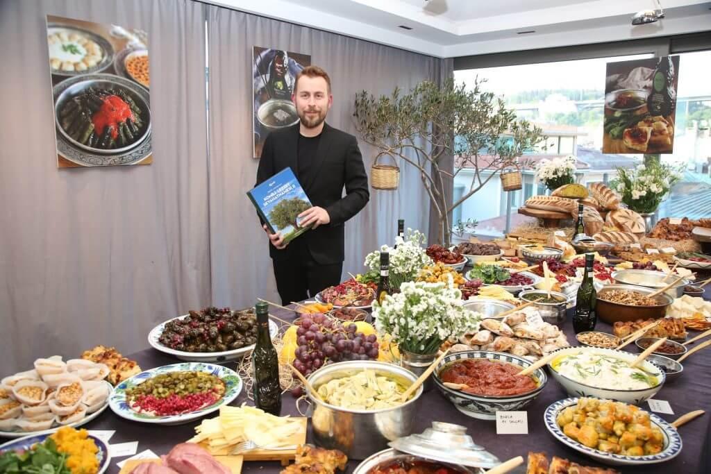 Anadolu lezzetlerini buluşturan  Komili Lezzet Seyahatnamesi'nin ikincisi yayımlandı