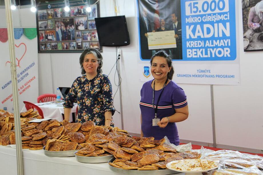 Mikrokredinin Doğduğu Şehir Diyarbakır'da Mikro Girişimci Dar Gelirli Kadınların Ürettiği Nefis Çörekler: