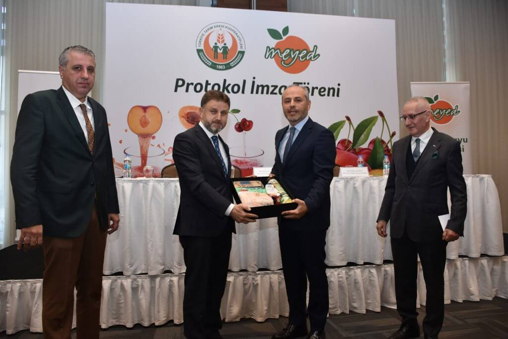 Çiftçinin sürdürülebilir kazancı için  Meyed – Tarım kredi kooperatifleri iş birliği